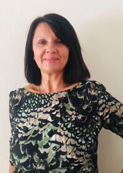 Nina, 58