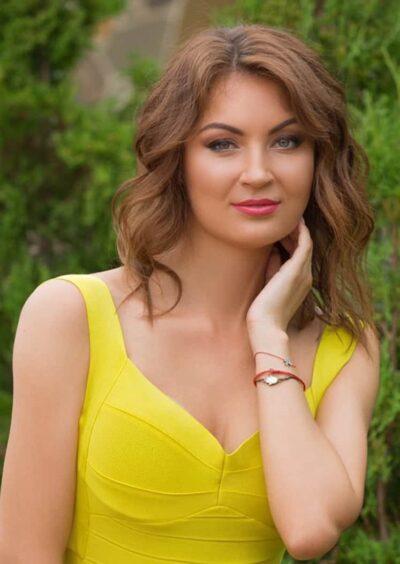 Viktoria, 28