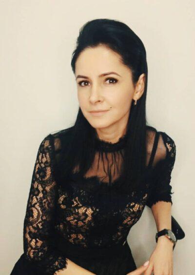 Natalia, 40