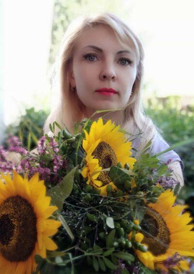 Valentina, 40