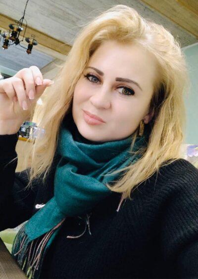 Julia, 32